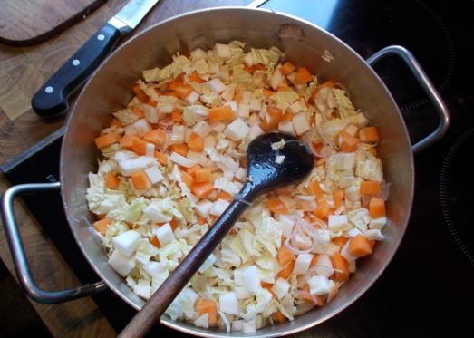 Gemüse beigeben und kurz mit den Schalotten anschwitzen lassen...