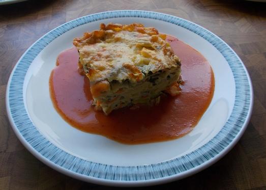 Gemüseauflauf mit Tomatensauce