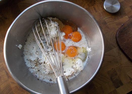 Zutaten zu einer flüssigen Masse mischen
