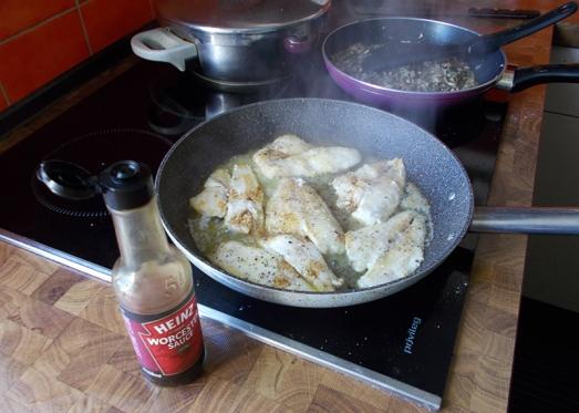 und mit Spritzer Zitronensaft, einem Spritzer Wein und event. Worcestersoße abschmecken.