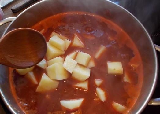 Kartoffeln dazugeben ...