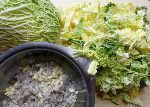 Zutaten: Kohl, Zwiebel, Knoblauch, Butterschmalz, Bouillon, Mehl, Obers, Muskat, Salz, Pfeffer