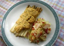 Spargel mit Kräuterkruste (Rezept)