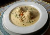 Hühnercremesuppe mit Markknödeln (Rezept)