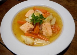 Feine Fischsuppe mit Safran (Rezept)